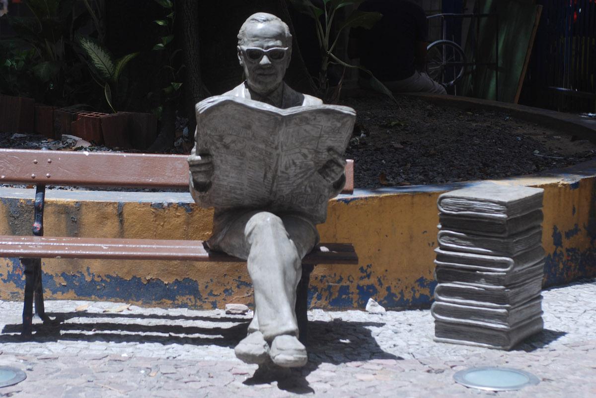 http://www.recifeartepublica.com.br/escultura/fotos/Mauro Mota