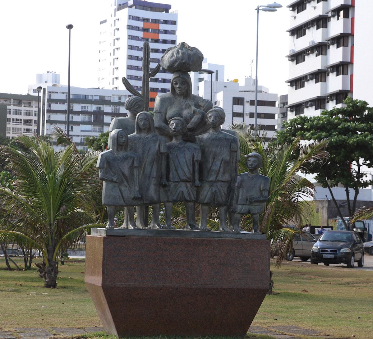 http://www.recifeartepublica.com.br/escultura/fotos/Memorial aos Retirantes