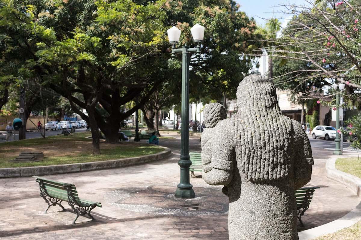 http://www.recifeartepublica.com.br/escultura/fotos/Mãe com Criança