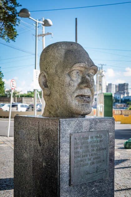 Busto do poeta Ascenso Ferreira