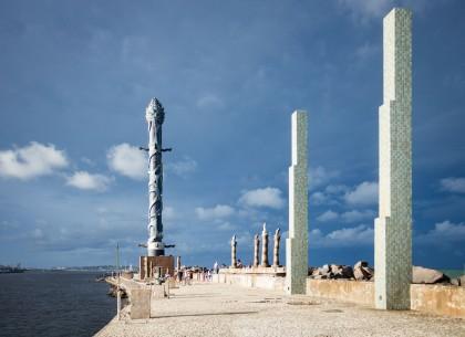 Parque de Esculturas e Torre de Cristal