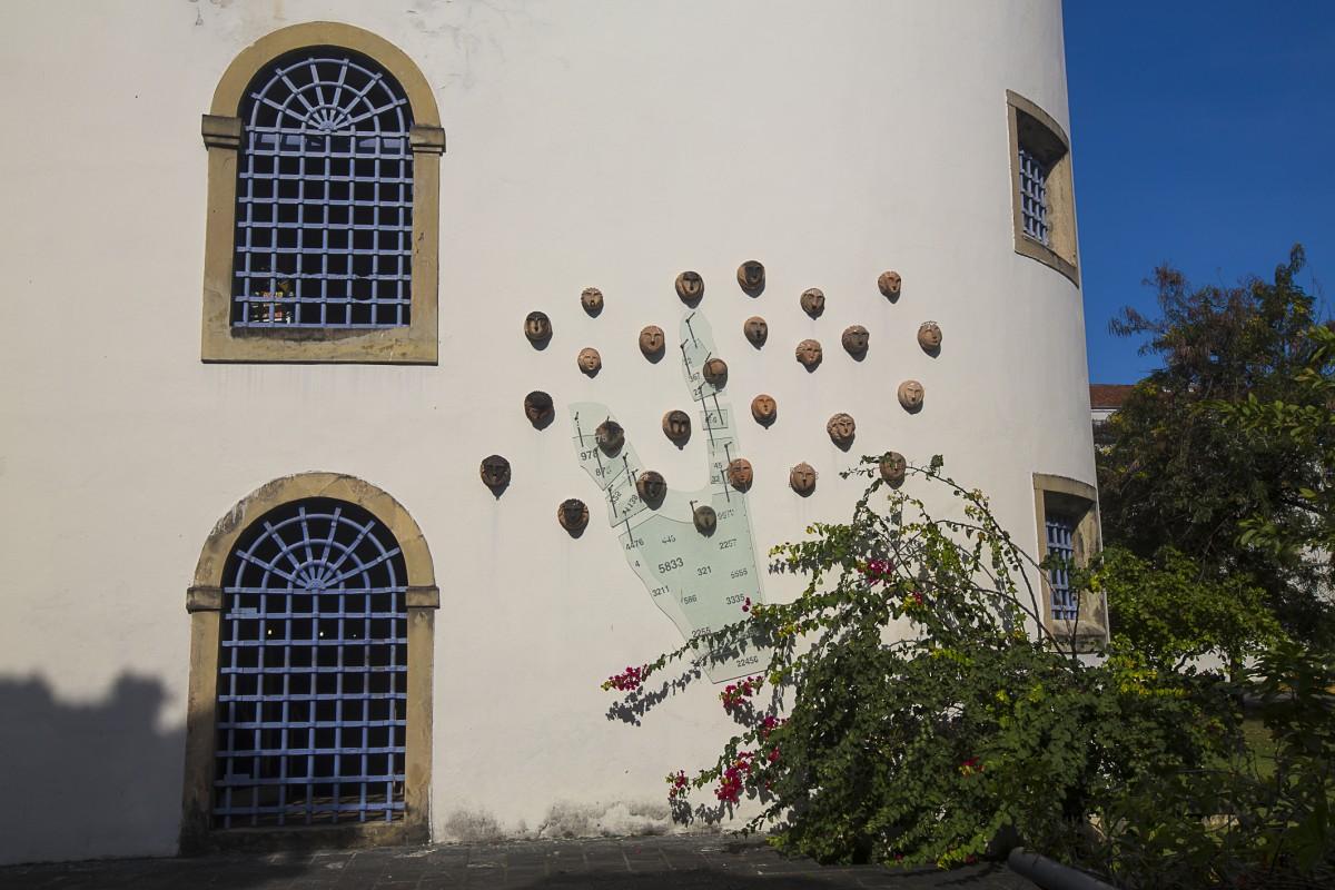 http://www.recifeartepublica.com.br/fotos/Sem Título, 2004